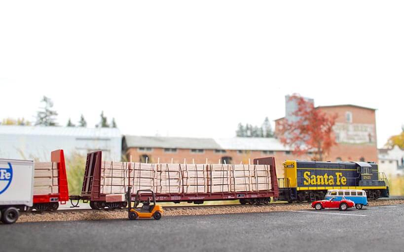 Trackside Model Railroading, Painting a basic backdrop for your railroad